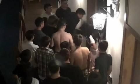 Βίντεο – σοκ: Τους σάπισαν στο ξύλο επειδή ούρλιαζαν κάνοντας σεξ!