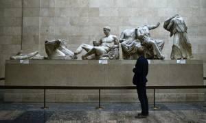 Φοιτητές από την Ηλεία σήκωσαν την ελληνική σημαία σε Βρετανικό Μουσείο και Λούβρο (photo)