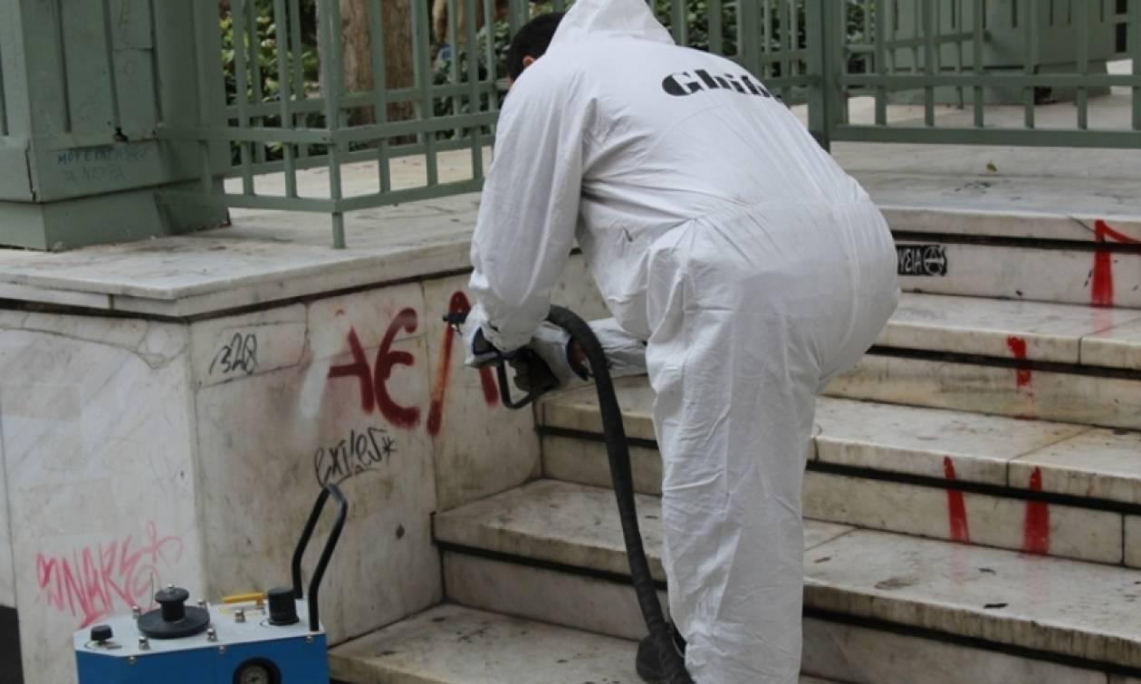 Δήμος Λαρισαίων: Προμηθεύτηκε ειδικό μηχάνημα για τον καθαρισμό των γκράφιτι