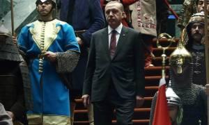 Νεοθωμανικό παραλήρημα Ερντογάν: Καλεί σε αλλαγή συνόρων – Θυμήθηκε και τους Σελτζούκους