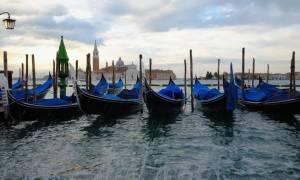 Αναστέλλεται η λειτουργία των Προξενείων σε Βενετία και Μιλάνο