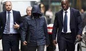 Δημοσιογράφος που παρίστανε τον Άραβα σεΐχη καταδικάστηκε σε φυλάκιση 15 μηνών