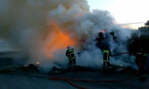 Μυτιλήνη: Κόλαση φωτιάς σε νταλίκα με ζωοοτροφές