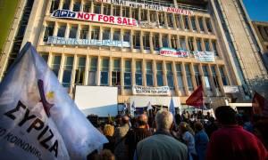 Συριζαίοι «σφάζονται» στα «κάγκελα» της ΕΡΤ - Έδιωξαν με κλητήρα το διευθυντή ενημέρωσης