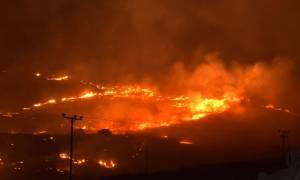 Νύχτα τρόμου για τους κατοίκους από τη μεγάλη φωτιά στη Σύρο (pics&vid)