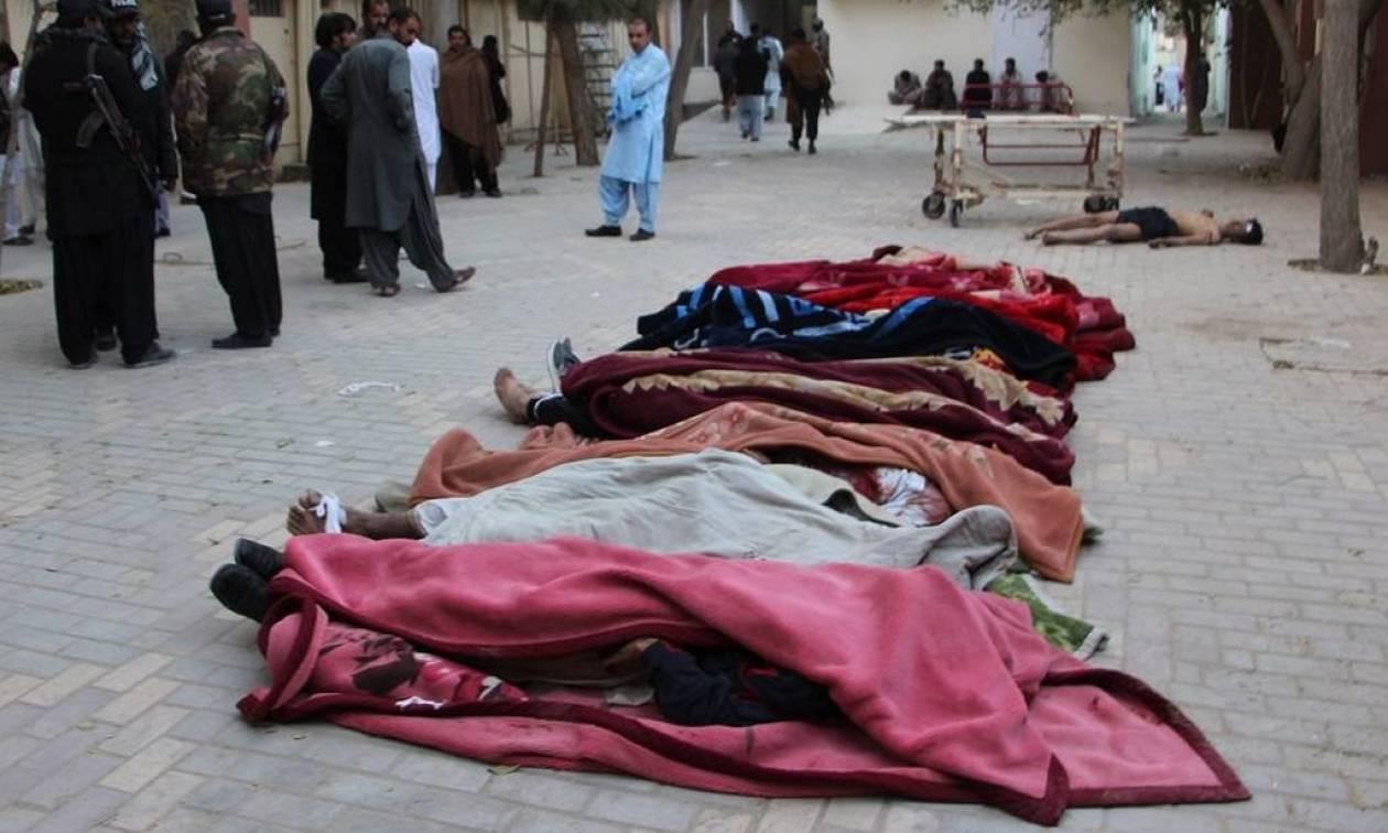 Οι Ταλιμπάν και το ΙΚ ανέλαβαν την ευθύνη για το λουτρό αίματος με 61 νεκρούς στο Πακιστάν