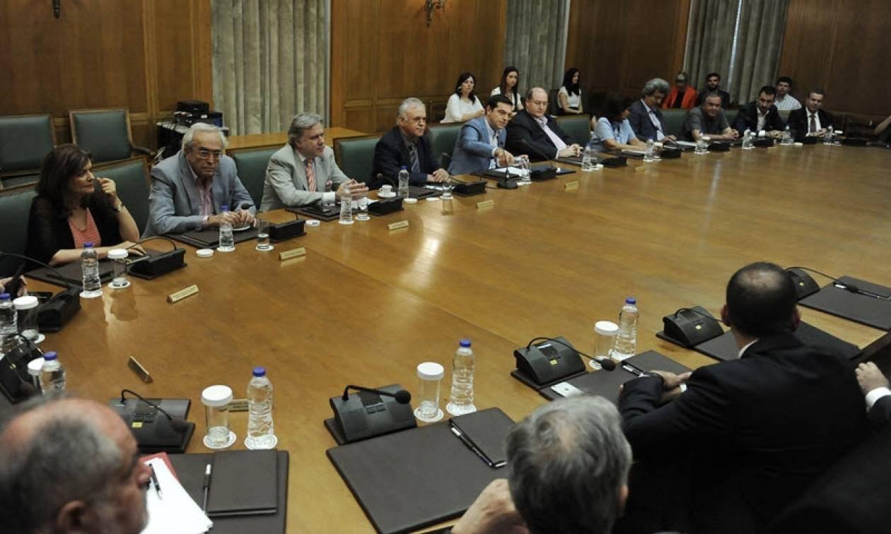 Σε «αναμμένα κάρβουνα» η κυβέρνηση ΣΥΡΙΖΑ - ΑΝΕΛ για τηλεοπτικές άδειες  και ανασχηματισμό