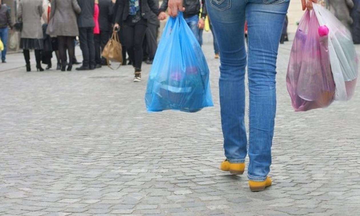 Κι όμως: Έρχεται χαράτσι και στις πλαστικές σακούλες του σούπερ μάρκετ!