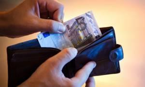 Βυθίζεται το διαθέσιμο εισόδημα των νοικοκυριών