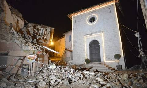 Σεισμός Ιταλία: Ένας νεκρός και δέκα τραυματίες από τα 6,1 Ρίχτερ