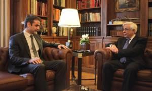 Ραγδαίες εξελίξεις: Συνάντηση Μητσοτάκη - Παυλόπουλου