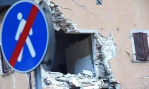Η Ιταλία μετράει τις πληγές της - Οικονομική ενίσχυση για την αντιμετώπιση των πρώτων αναγκών (vids)