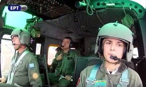 Στρατιωτική παρέλαση: H πανέμορφη πιλότος της Αεροπορίας Στρατού που έκλεψε τις εντυπώσεις (vid)