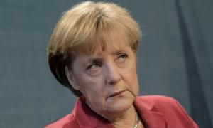 Γερμανία: Όλοι εναντίον της Μέρκελ – Να τη «ρίξουμε» τώρα