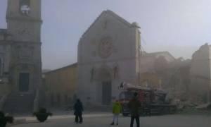 Σεισμός Ιταλία: Δείτε συγκλονιστικά βίντεο από τη στιγμή που χτυπά ο Εγκέλαδος