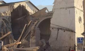 Σεισμός Ιταλία: Απεγκλωβίσθηκαν άνθρωποι από τα συντρίμμια στο Τολεντίνο