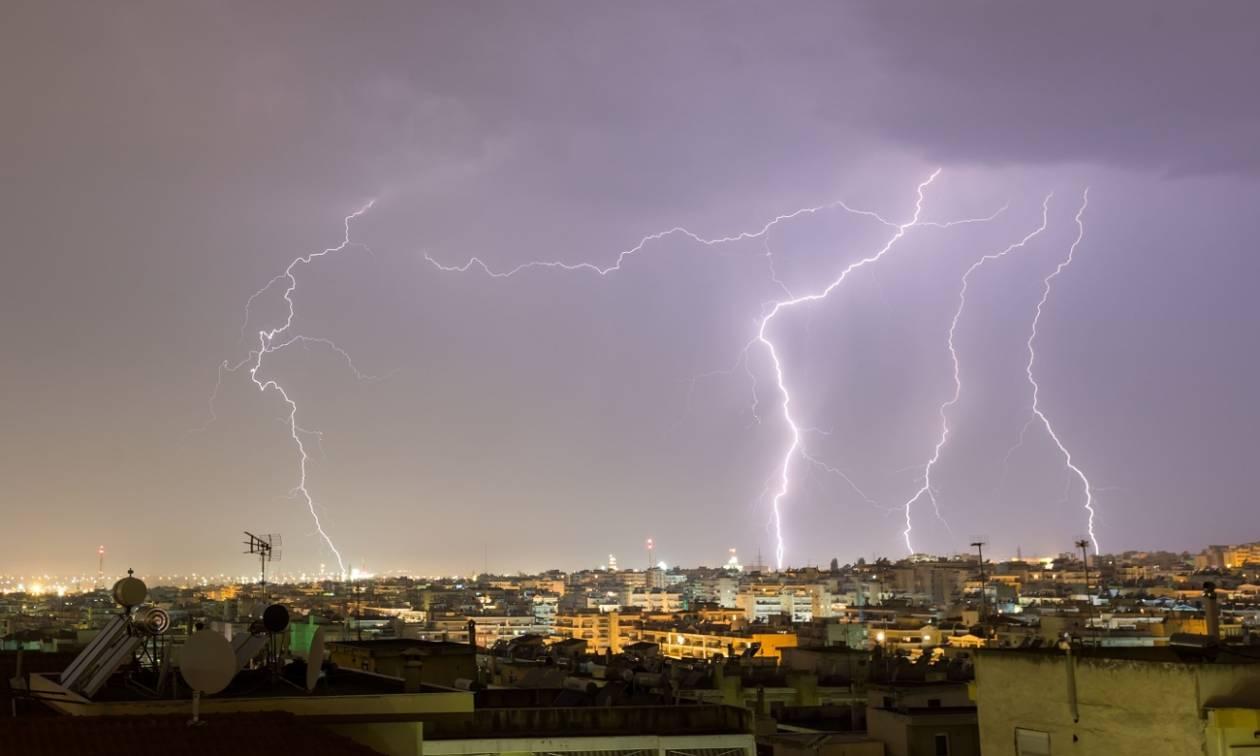 Καιρός: Με ισχυρές βροχές και καταιγίδες η τελευταία μέρα του Οκτώβρη