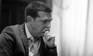 Ο Τσίπρας αντιμέτωπος με την ήττα και τη διάσπαση