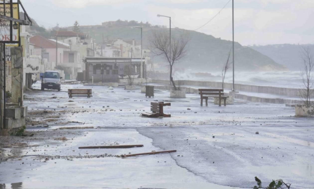 Η κακοκαιρία χτύπησε τα Χανιά: Πλημμύρισαν δρόμοι από τις έντονες βροχοπτώσεις