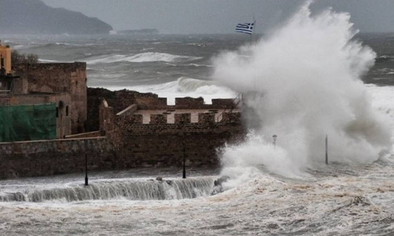 Κυκλώνας στην Κρήτη: Πλημμύρες και καταστροφές στα Χανιά (vid)