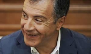 Ο Θεοδωράκης τρολάρει τον Παππά: Ετοιμάζει τροπολογία για 4 εταιρείες δημοσκοπήσεων
