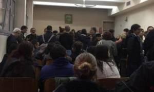Θεσσαλονίκη: Έξω από το Δικαστικό Μέγαρο εκατοντάδες πολίτες κατά των πλειστηριασμών (video)
