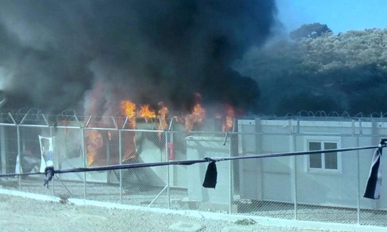 Επεισόδια σε καταυλισμούς προσφύγων σε  Χίο και Σάμο - Έβαλαν φωτιά σε οικισμούς
