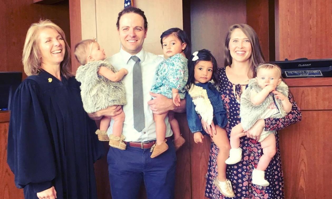 Ζευγάρι υιοθέτησε 4 παιδιά σε 24 ώρες, στην πιο μαγική ημέρα στην Ιστορία των Υιοθεσιών
