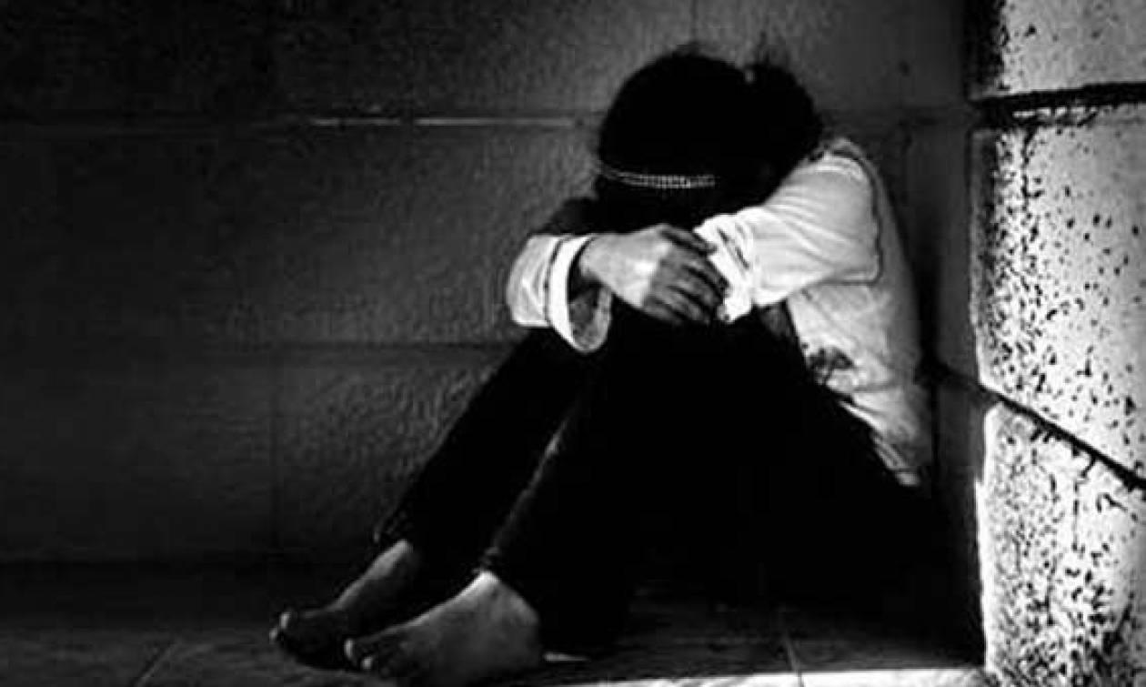Φρίκη στο Μενίδι: «Με βίαζε ο πατέρας μου την ώρα που η μητέρα μου ήταν σε διπλανό δωμάτιο»