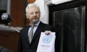 Wilkileaks: Εισαγγελέας ανακρίνει για πρώτη φορά τον Τζούλιαν Ασάνζ στο Λονδίνο