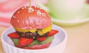 Φτιάξε το δικό σου homemade σοκολατένιο burger και ξέχνα την... πανσέληνο!