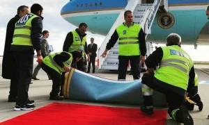 Επίσκεψη Ομπάμα Live: Ο Λευκός Οίκος για την γκάφα με το στραβό χαλί (photo)