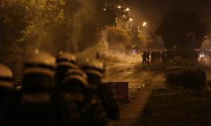 Επεισόδια Πολυτεχνείο: Κουκουλοφόροι πέταξαν μολότοφ κατά δημοσιογράφων (vid)