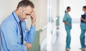 ΠΟΕΔΗΝ: Το Νοσοκομείο Σαντορίνης σε ένδεια - Μαζί με τους τουρίστες, έφυγαν και οι γιατροί...