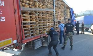 Μυτιλήνη: Διαδήλωση ιδιοκτητών φορτηγών για τους εγκλωβισμένους μετανάστες στο νησί