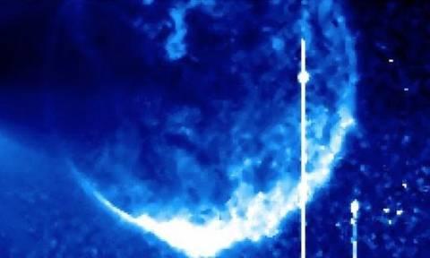 Μυστηριώδης μπλε σφαίρα εμφανίστηκε μπροστά από τον Ήλιο και προκαλεί ανατριχίλα (photos)