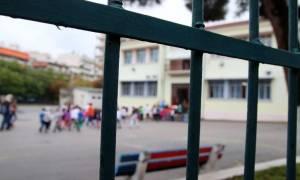 Αλλάζουν το νόμο Φίλη για τις απολύσεις εκπαιδευτικών - «Παγώνουν» οι 20.000 προσλήψεις