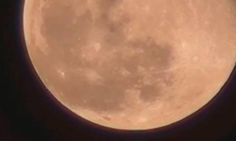 Βίντεο – ντοκουμέντο: Εκατοντάδες UFOs εγκαταλείπουν τη Σελήνη