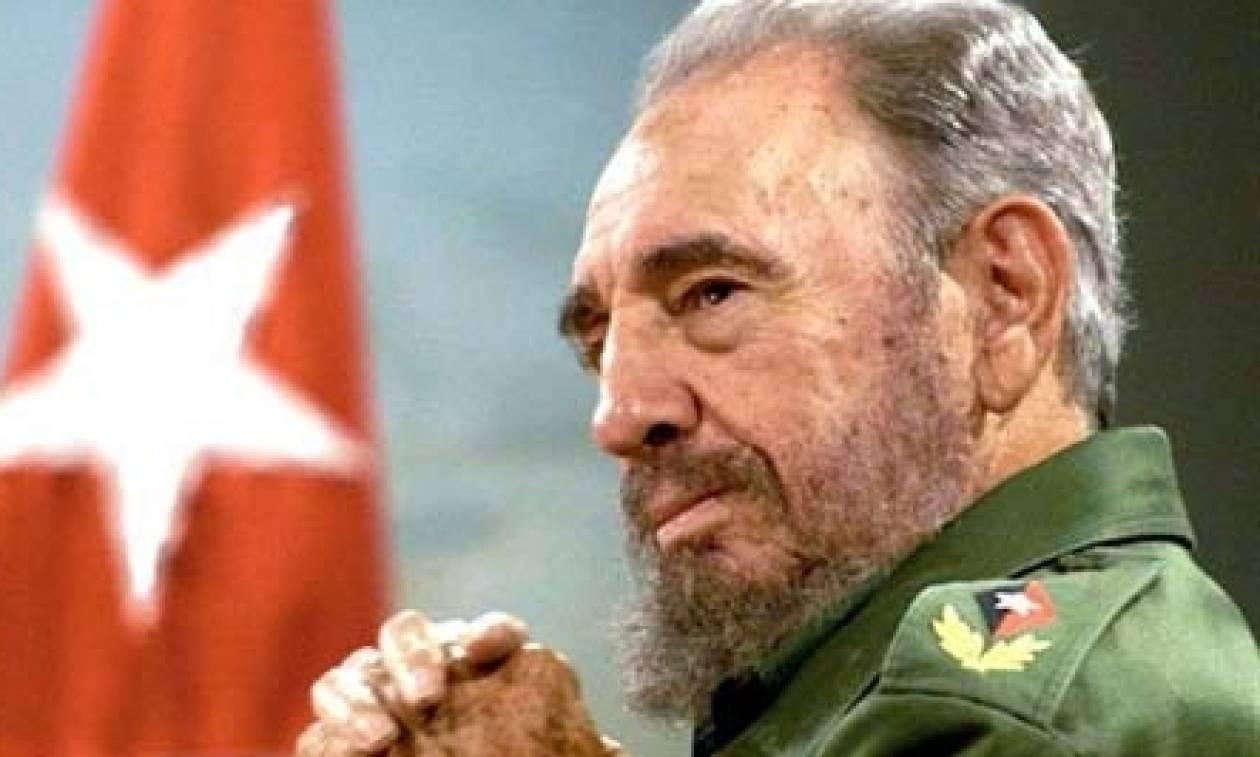 Φιντέλ Κάστρο: Ιστορική στιγμή - Ο Ραούλ Κάστρο ανακοινώνει το θάνατο του αδερφού του (vid)