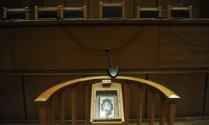 Σε δίκη η σπείρα με τις πλαστές διαθήκες