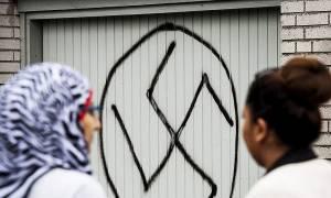 Σουηδία: Σάλος από την εισβολή νεοναζί σε τέμενος στη Στοκχόλμη (Pics)