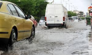 ΤΩΡΑ: Ισχυρή βροχόπτωση στην Αττική - Κυκλοφοριακό χάος