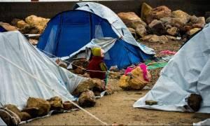 Απίστευτες εικόνες στη Χίο: Πλημμύρισε το hotspot της Σούδας - Μέσα στις λάσπες οι πρόσφυγες (video)