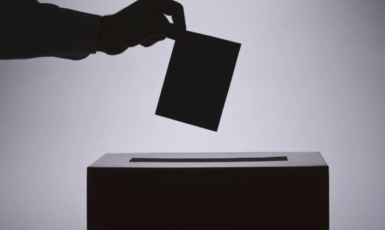 Πρόωρες εκλογές: Οι αυτόκλητοι ερμηνευτές του λαϊκού αισθήματος και η προπαγάνδα περί Οικουμενικής