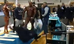 Έξαλλος Έλληνας bodybuilder χτυπά κριτή και δείχνει τα γεννητικά του όργανα! (videos)