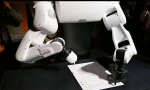 Ρομπότ έδωσε εξετάσεις για να μπει στο πανεπιστήμιο και… κόπηκε για τέταρτη φορά! (video)