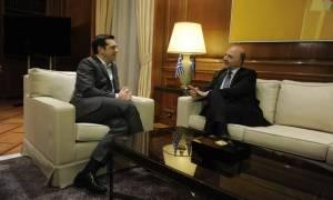 «Με την πλάτη στον τοίχο» ο Τσίπρας: Μέτωπο ΔΝΤ - Ευρωπαίων για νέα αιματηρά μέτρα