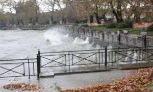 Κακοκαιρία: Απίστευτο! Η λίμνη βγήκε στη στεριά (vid)