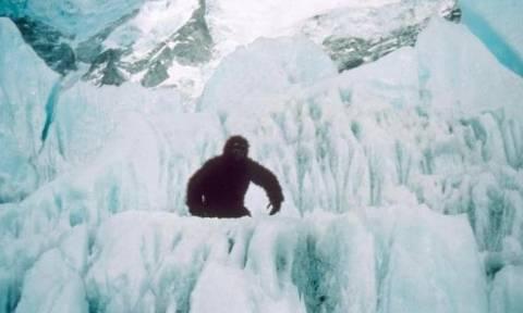 Εντοπίστηκε χιονάνθρωπος Yeti σε χιονισμένο δρόμο της Ρωσίας; (video)