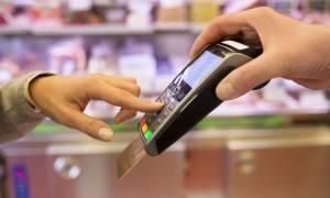 Πλαστικό χρήμα: «Τα πάνω - κάτω» στις συναλλαγές με πιστωτικές και χρεωστικές κάρτες